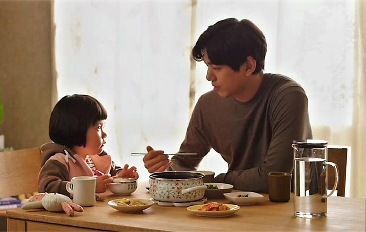 Hyun-soo does some babysitting for Sook-hee