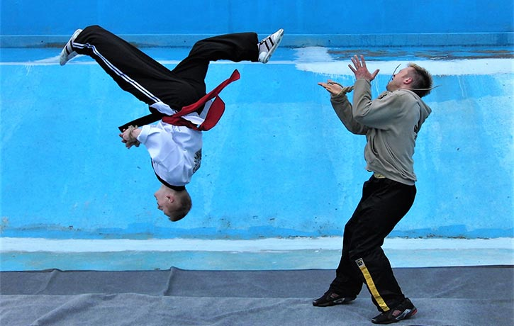 Mike defies gravity in Arena of the Street Fighter