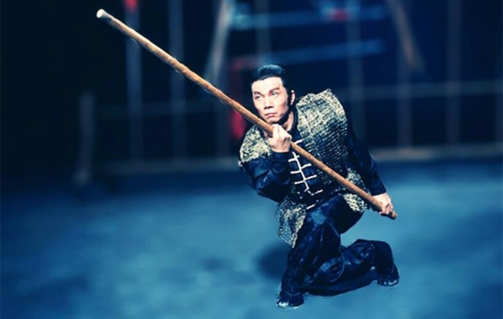 Lau Kar Leung does weaponary wonders!