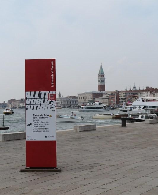 Zuil van de Biënnale Venetië 2015