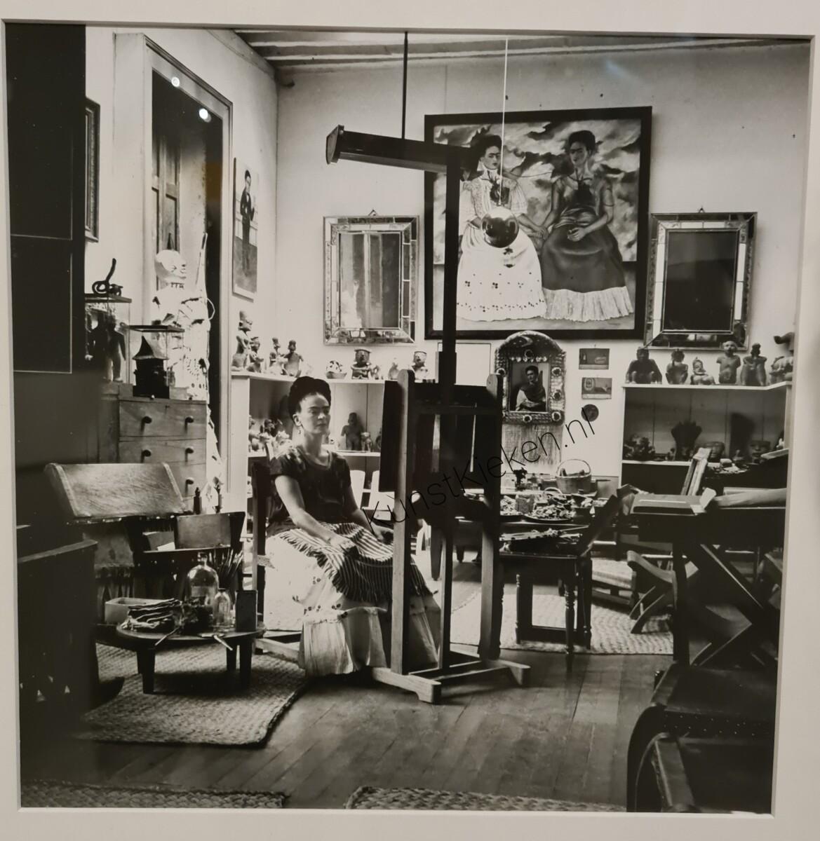 Frida in haar atelier - 1943 - Fritz Henle