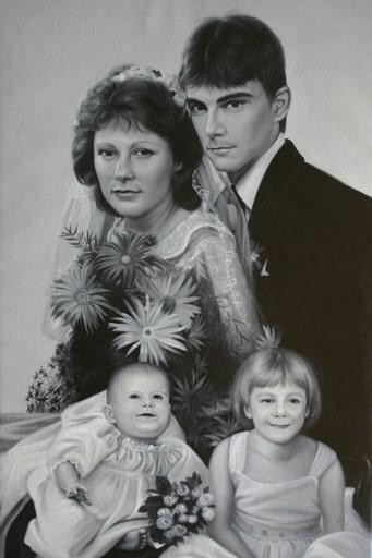 Familienportrait Eltern mit zwei Kindern, Schwarz weiß