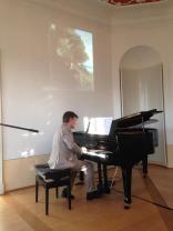 """Gesprächskonzert mit Prof. Dr. Martin Ullrich (Präsident der Hochschule für Musik, Nürnberg) """"Vögel, Kühe und Musik: Das zoosemiotische Klavier"""""""