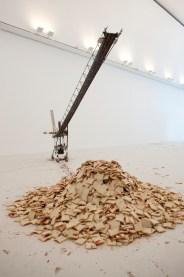 Ausstellung Under Destruction Museum Tinguely. Johannes Vogl, Ohne Titel (Marmeladenbrotstreichmaschine), 2007.
