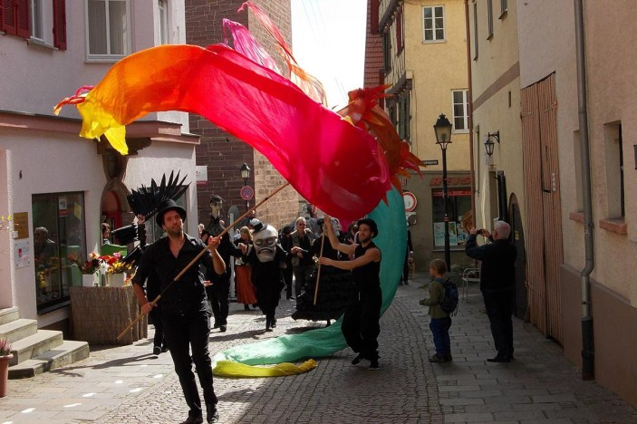 Kunstparade mit Bühnenobjekten, Figuren und Masken von Sylvia Wanke | 28.09.2014 in Weil der Stadt