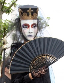Kleine Kunstparade mit Bühnenobjekten, Figuren und Masken von Sylvia Wanke | 26.07.2015 in Stuttgart-Killesberg