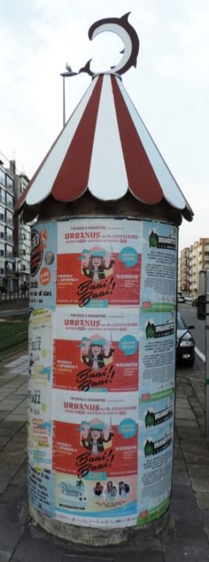 Litfass-Saeule_in_de_Haan-Wenduine_Urbanus_Foto_by_Ivo_Franz