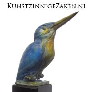 bronzen beeld ijsvogel