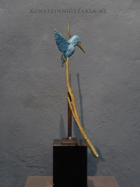 small kingsfisher sculpture