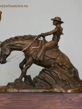 bronzen beeld sliding stop reining