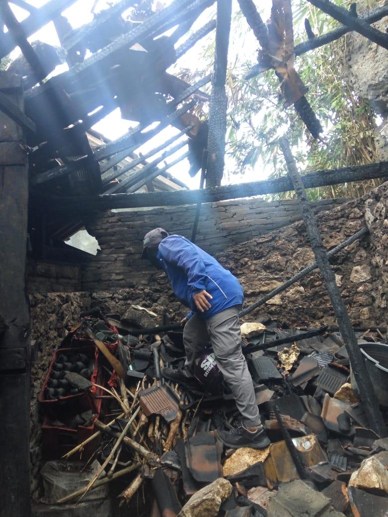 Diduga Konsleting Listrik Rumah Sarto Ludes Dilalap Api