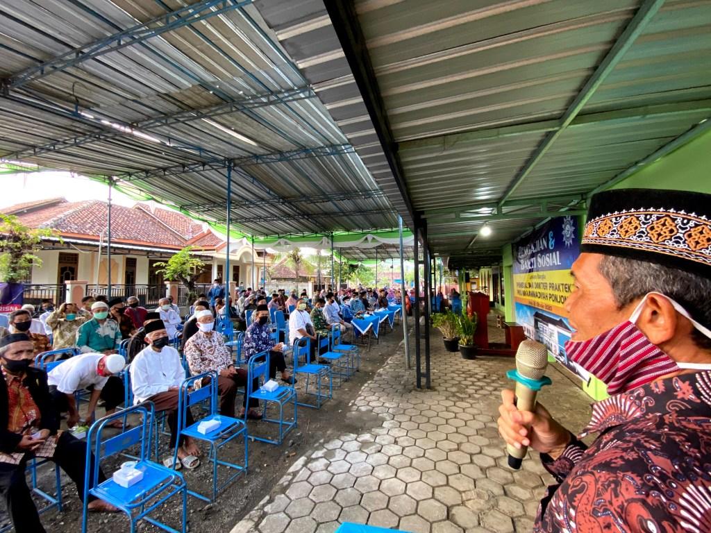 Drs. H. Moebari Ketua MPKU Memberikan Sambutan