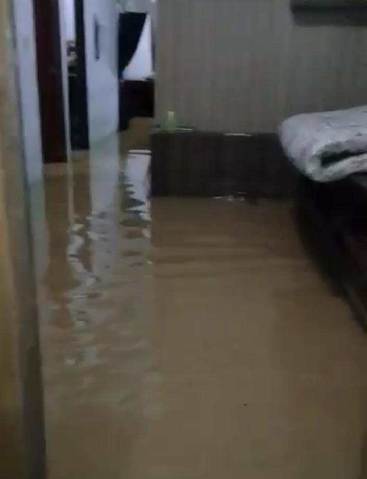 Kondisi rumah tergenang air