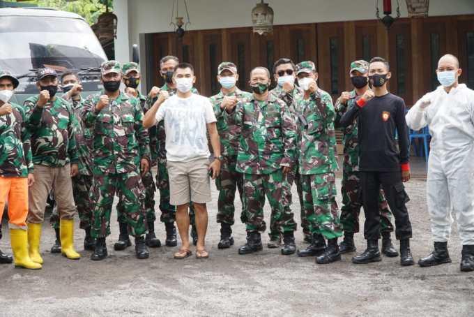 Sunaryanta dan personil TNI