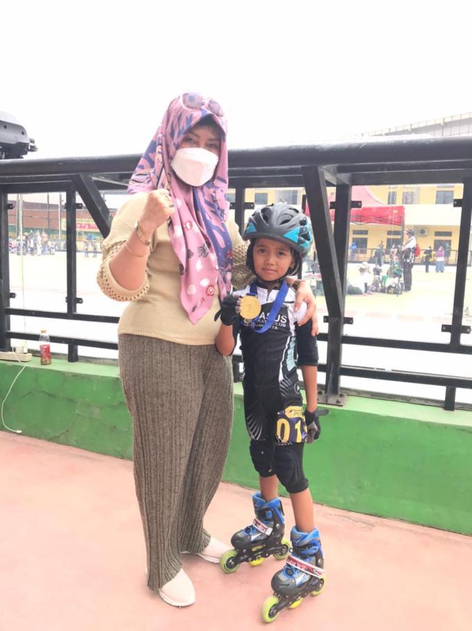 Supriyani Astuti & Atlet Cilik