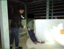 Seorang Lelaki Ditemukan Gantung Diri di Kandang Rusa Dengan Kondisi Kaki Menyentuh Lantai