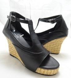(AM-11) Sepatu Wanita Wedges Hitam Terbaru