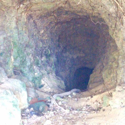 那覇市城岳公園内の「城岳の壕」