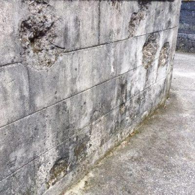 南風原町津嘉山の「弾痕の残る石塀」