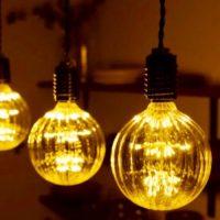 世界と日本における''電球''の軌跡