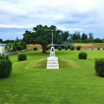 伊江島の川平にある「アーニーパイルの碑」