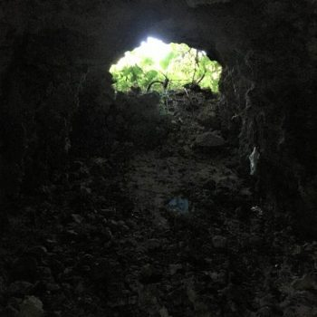 宮古島市平良久貝に残る「大浜の特攻艇秘匿壕(陸側)」