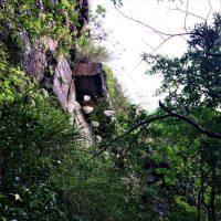 糸数城岩壁にある「美田部隊監視哨」