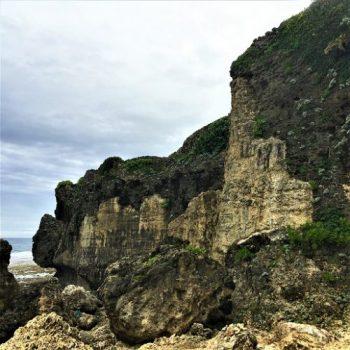 「喜屋武の望楼」と「具志川城のトーチカ跡」