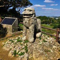 八重瀬町富盛にある「富盛の石彫大獅子」
