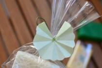 ユキノシタの石鹸ラッピング