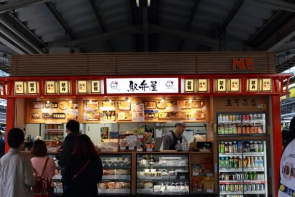 新宿駅10・11番線駅弁屋