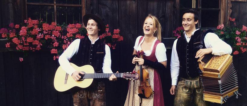 Feinste alpenländische Volksmusik -dekantiert und serviert im Weinglas