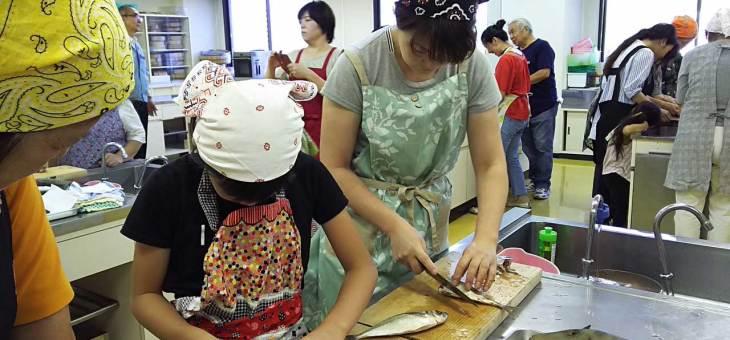 魚類協同組合:母と子の魚のさばき方教室
