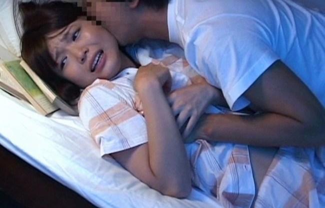 《夜這い》姉妹で寝ている2段ベッドが揺れる『ドックン、ドックン下のベッドを覗いて見たらwww』姉のSEXが原因だった!喘ぎ声で発情する妹!