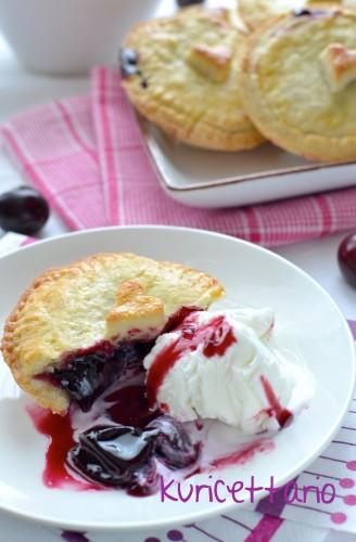 ricetta,ricette,ciliegie,ciliegia,pie,tortine,dolce,crostata,frutta,estate,gelato,composta