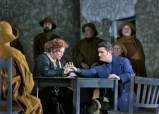Scena z Balu Maskowego – po prawej Piotr Beczala. Foto: Ken Howard/Metropolitan Opera