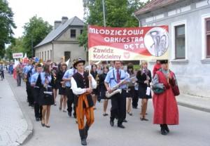 Pochód gości z Polski oraz mieszkańców ulicami Kiejdan