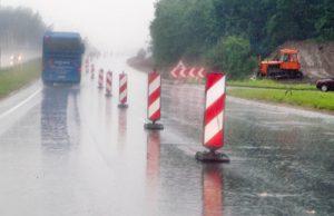 Szosa biegnąca przez Grzegorzewo po dwóch latach renowacji będzie bardziej bezpieczna, zarówno dla mieszkańców miasteczka, jak i kierowców, którzy podróżują tranzytem przez nie  Fot. Marian Paluszkiewicz