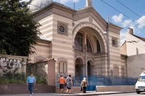 W Wilnie działa synagoga, jednak prawdziwie religijnych wyznawców judaizmu zostało dziś niewiele. Na sobotnie modły przychodzi około 50 – 60 osób Fot. Marian Paluszkiewicz