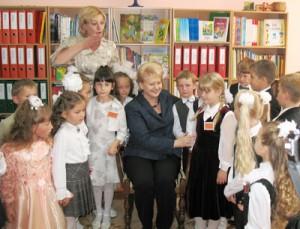 """Dalia Grybauskaitė bardzo miło wspomina swój 1 września. Jak twierdzi, był to dla niej najpiękniejszy okres w życiu, """"kiedy świat stoi przed tobą otworem i ty jesteś otwarty na świat"""" Fot. Barbara Chikashua"""
