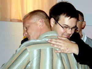 Dawca szpiku Filip Maciborski (w okularach) i szczęśliwy wzruszony, wilnianin Rajmund Talbevičius Fot. Krzysztof Subocz