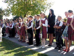 Uczniowie chętnie rozpoczęli nowy rok szkolny, który będzie bogaty w nowe doświadczenia, wiedzę, wrażenia