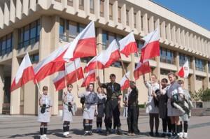 Niektórzy uważają, że polska mniejszość na Litwie jest ofiarą braku z polskiej strony wizji politycznej i przywiązania do mitologii politycznej oraz ekspansji politycznej ze strony Rosji