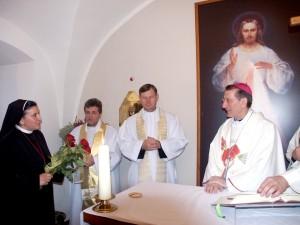 Siostra Michaela dziękuje Nuncjuszowi za wspólną modlitwę Fot. Zbigniew Markowicz