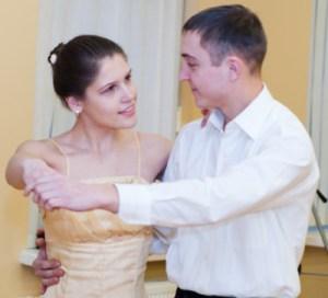 Czesława Gerfolweden z Mickun mówi o sobie, że jest koleżeńską i życzliwą osobą, a najbardziej lubi taniec Fot. Marian Paluszkiewicz