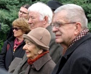 Tomas Venclova (na pierwszym planie) w towarzystwie Noblistów: Wisławy Szymborskiej i Irlandczyka Seamusa Heaney'a Fot. Jarosław Tomczyk