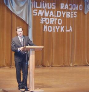 Prezes AWPL, poseł Parlamentu Europejskiego Waldemar Tomaszewski składa jubileuszowe życzenia Fot. archiwum ASRW