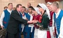 Przed występem jeszcze ostatnie wskazówki i rady Henryka Kasperowicza... Fot. Marian Paluszkiewicz