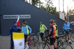 Grupa dojechała do Katynia na rowerach w piątek 9 kwietnia