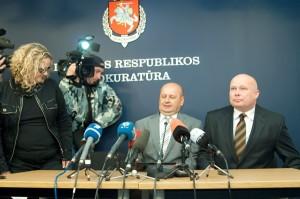 Prokuratorzy Algimantas Kliunka i Raimondas Petrauskas przekonywali dziennikarzy, że sprawcą podwójnego zabójstwa był Kedys, ostatecznie jednak przyznali, że śledztwo w tej sprawie nadal trwa i na ostateczne jego wyniki należy zaczekać Fot. Marian Paluszkiewicz